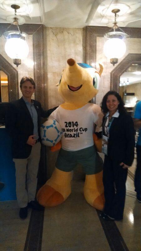 דניאל קולבר ומוניקה לסרדה, אחראית תחום המודיעין בועדה המארגנת של משחקי המונדיאל 2014, פיפא