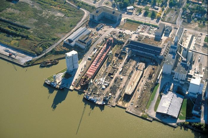 Port_of_Toledo_shipyard,_Maumee_River_Toledo,_Ohio