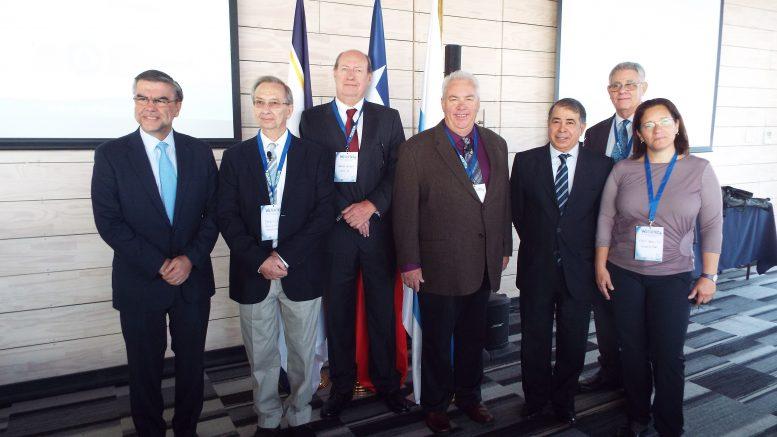 בתמונה: ראשי הקהילה היהודית השגריר רפי אלדד שני המרצים הישראליים ומנהל מרכז בלאס