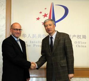 אסא קלינג- רשם הפטנטים במשרד המשפטים, במהלך הדיונים על הסכם ה PPH עם מקבילו הסיני (לשעבר) מר טיאן לי פו (יוני 2013.