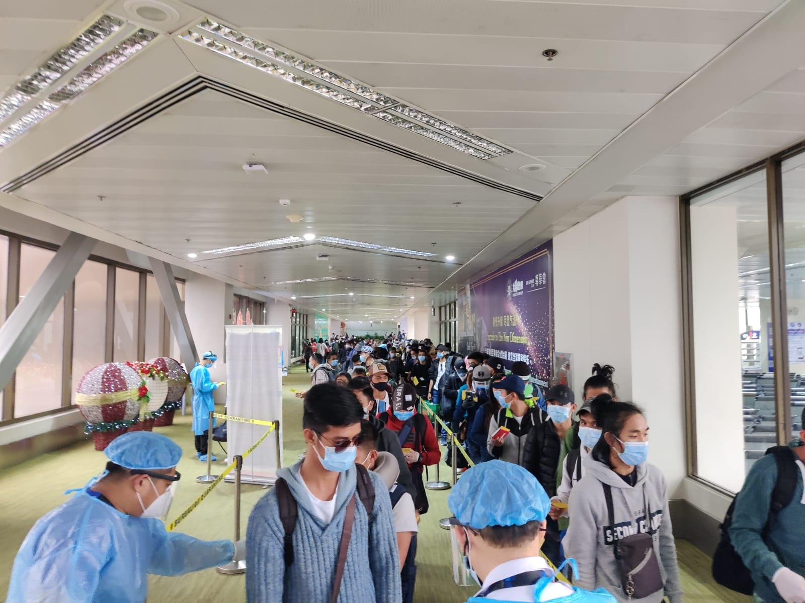 בידוק ונהלי קורונה מחמירים בשדה התעופה הבינלאומי NAIA. מקור: שגרירות ישראל במנילה