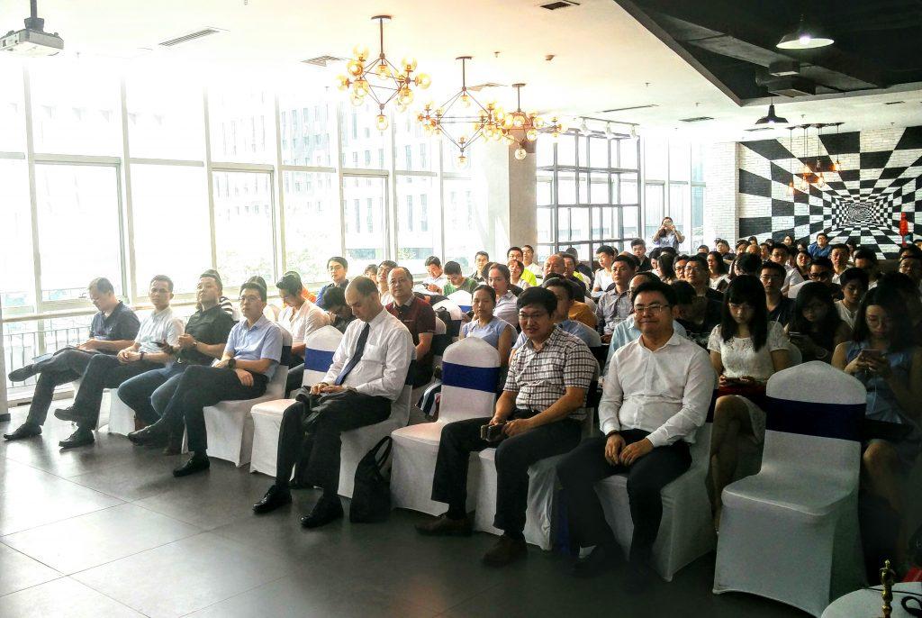 חברות סיניות צופות בחברות ישראליות מתחום ה-AR/VR והסייבר שהציגו בסמינר B2B בשנז'ן