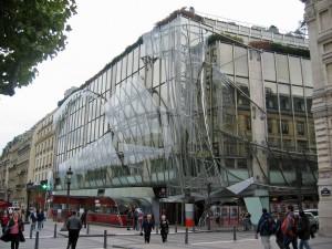 בניין פובליסיס בפריז. זכויות תמונה שמורות: https://www.flickr.com/photos/poom247/293646829