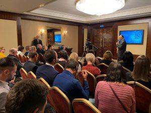 שגריר ישראל באוקראינה, הרב יואל ליאון, נושא דברי פתיחה בסמינר המקצועי בקייב, אוקראינה