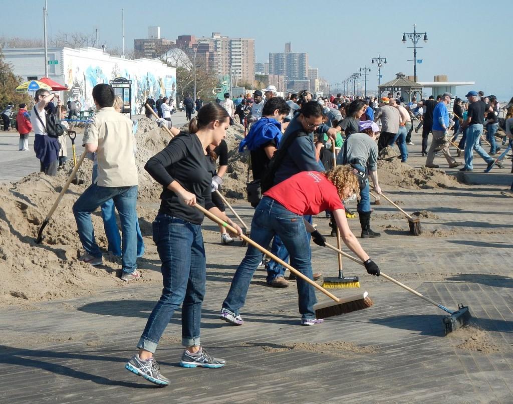 מתנדבים בברוקלין אחרי סופת סידני. קרדיט: Jim henderson