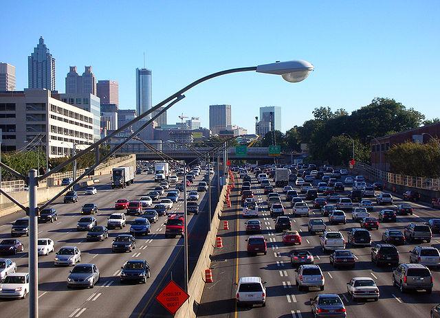 תעשיית הרכב המזהמת היא עדיין חלק חשוב מכלכלות מדינות ה-OECD