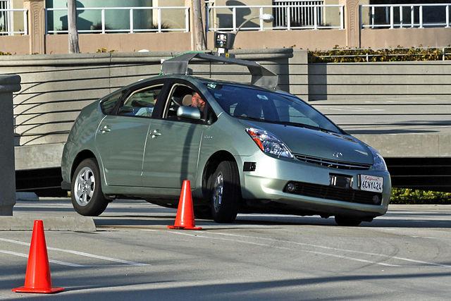 מכונית ללא נהג של גוגל - שימוש בסלולרי מותר ואף מומלץ