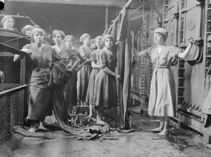 """לאחר המלחמה, יותר ויותר נשים נכנסו לשוק העבודה וכך האי-שוויון קטן והצמיחה גדלה. כיום, יש ירידה בהשתתפות נשים בשוק העבודה בארה""""ב. קרדיט: wikimedia"""