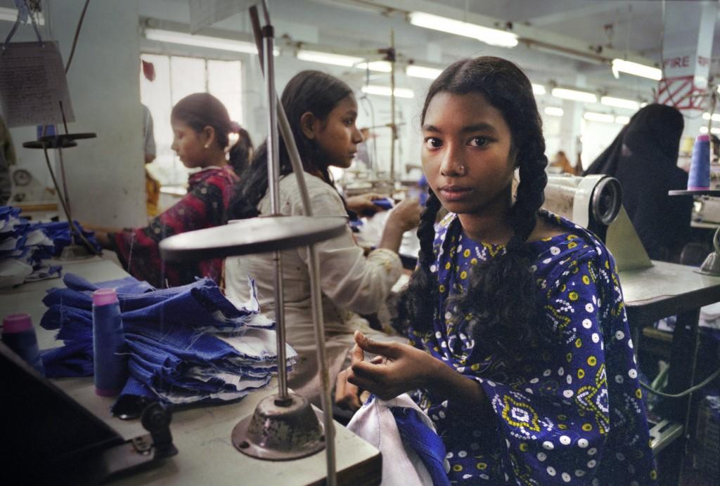 מפעל טקסטיל בבנגלדש. האם המערב צריך להסכים לעבודות שלא מסוגלות או רוצות לשלם שכר מינימום? קרדיט תמונה: saybrookproductions