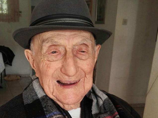 ישראל קרישטל, ניצול שואה בן 112 מחיפה, האיש המבוגר בעולם. מבוגרים מאוד הופכים לקבוצת הגיל הרביעית
