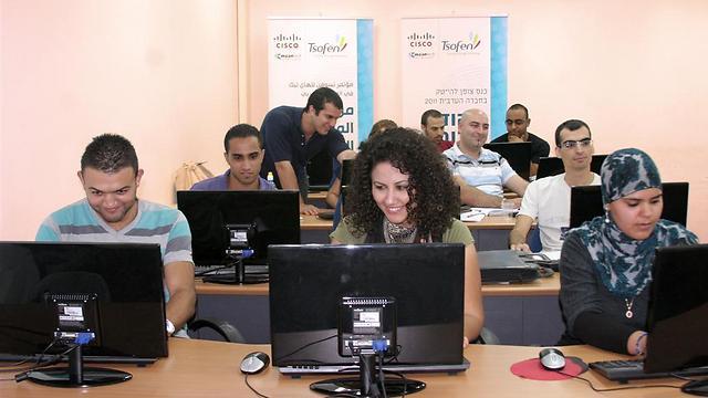 פערי הכישורים הגדולים ביותר בחברה הישראלית הם בין יהודים לערבים