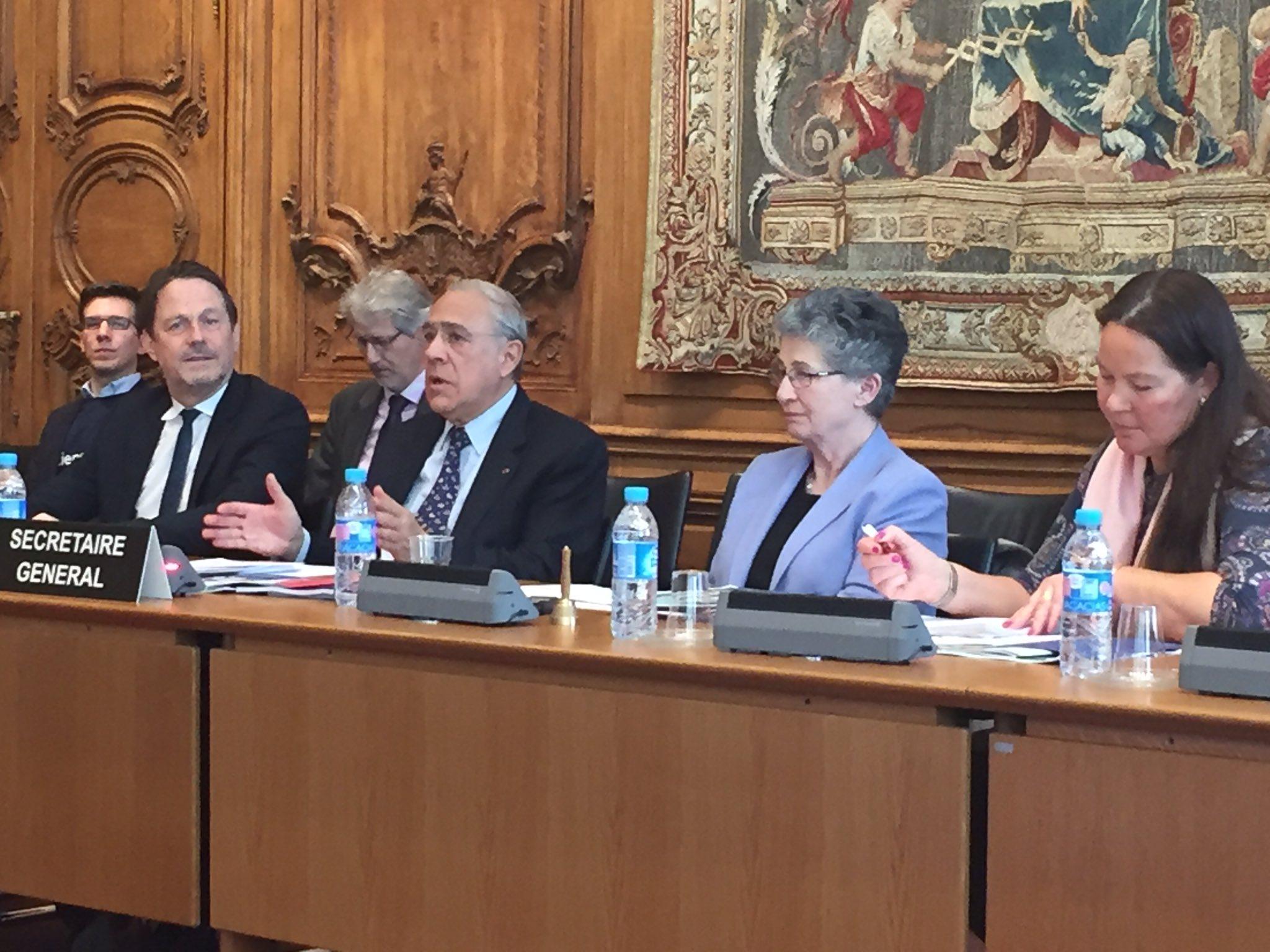 """פרופסור לנה מרקוסון (שנייה מימין) עם מזכ""""ל הארגון אנחל גורייה. מקור: המשלחת השבדית ל-OECD"""