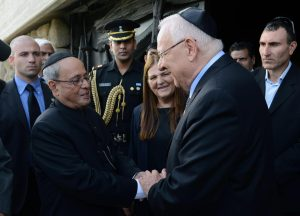 Pranab_Mukherjee_with_Reuven_Rivlin_in_Yad_Vashem_(3)