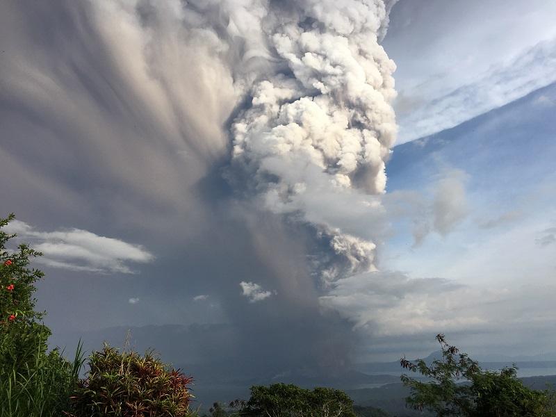 התפרצות הר הגעש Taal בינואר 2020 (מקור: שטרסטוק)