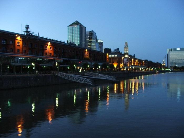 בואנוס איירס, בירת ארגנטינה ומרכזה המרכז הפוליטי, הפיננסי, המסחרי, התעשייתי והתרבותי של ארגנטינה