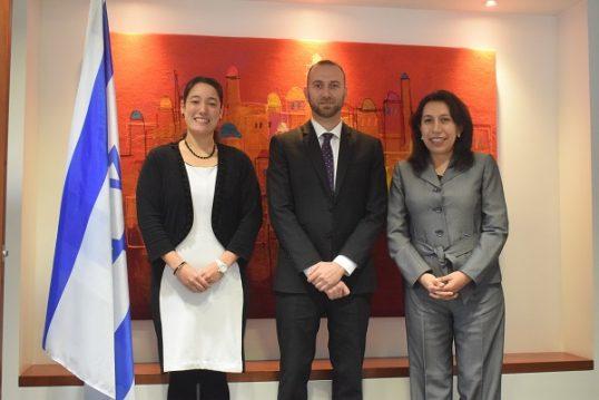 צוות הנציגות הכלכלית בפרו מימין לשמאל: קלאודיה מלדונדו, לאו (אריק) מקוך, חימנה אריבספלטה