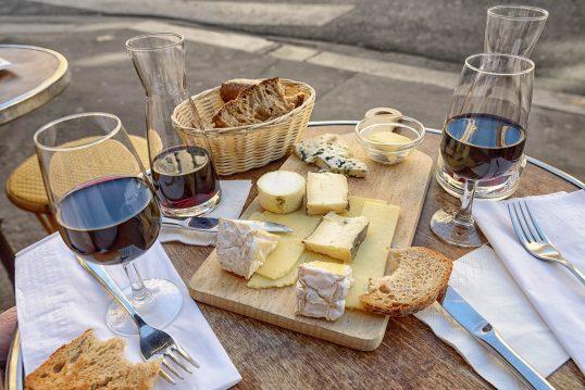 יין וגבינות