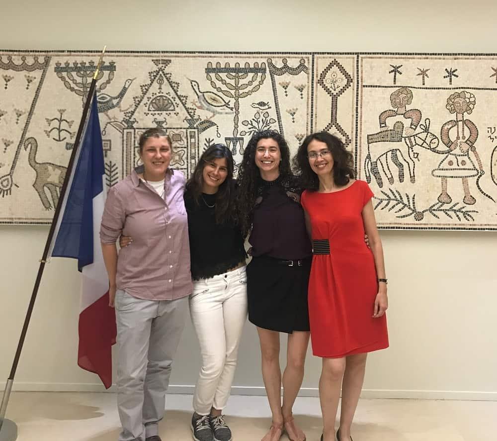 צוות הנציגות ב -OECD מימין לשמאל: לנה זייגר, לאורה אמילי בראון, ירדן קגן, שלי וולקוביץ'