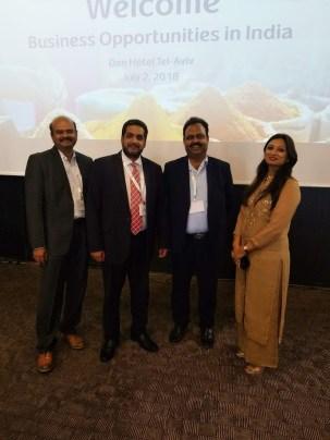 בתמונה: הנספח הכלכלי שי מוזס עם נציגי GwnWorks- מפיץ ציוד רפואי ובריאות דיגיטלית מוביל בהודו